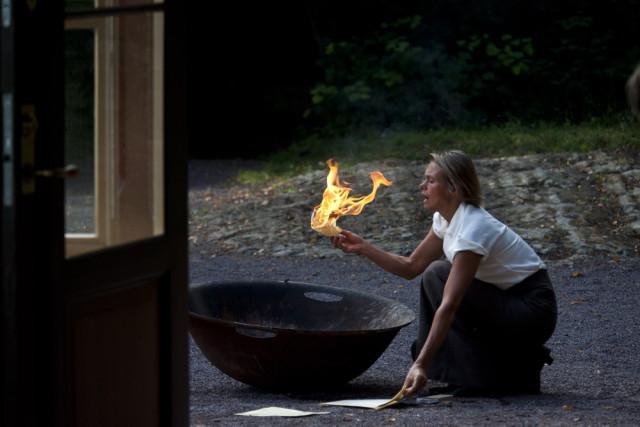 Hedda brenner Løvborgs manuskript